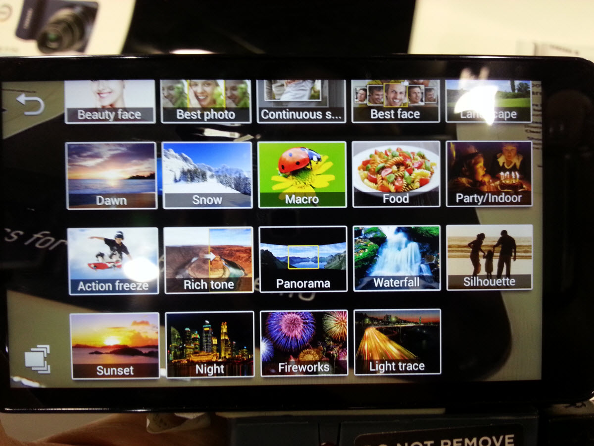 Samsung Galaxy Camera - Simple button functions for every occasion.